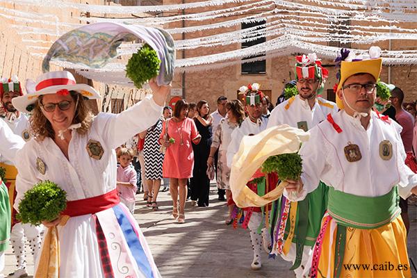 """Fiestas de Sant Jaume y baile de los """"cossiers"""" en Algaida"""